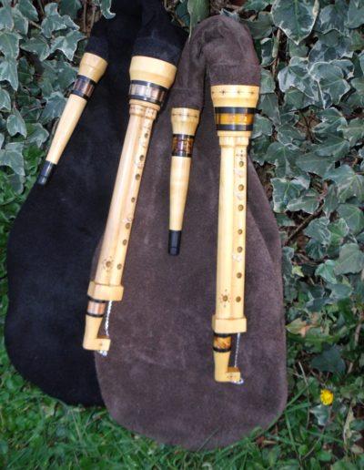 deux cornemuses des landes de Gascogne de l'atelier Neofactlandes